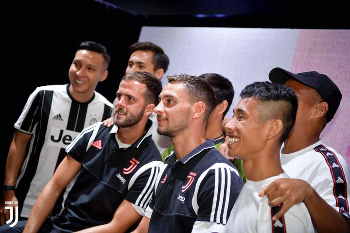Cristiano Ronaldo And Juventus Stars Mobbed, Arrive Singapore For ICC3