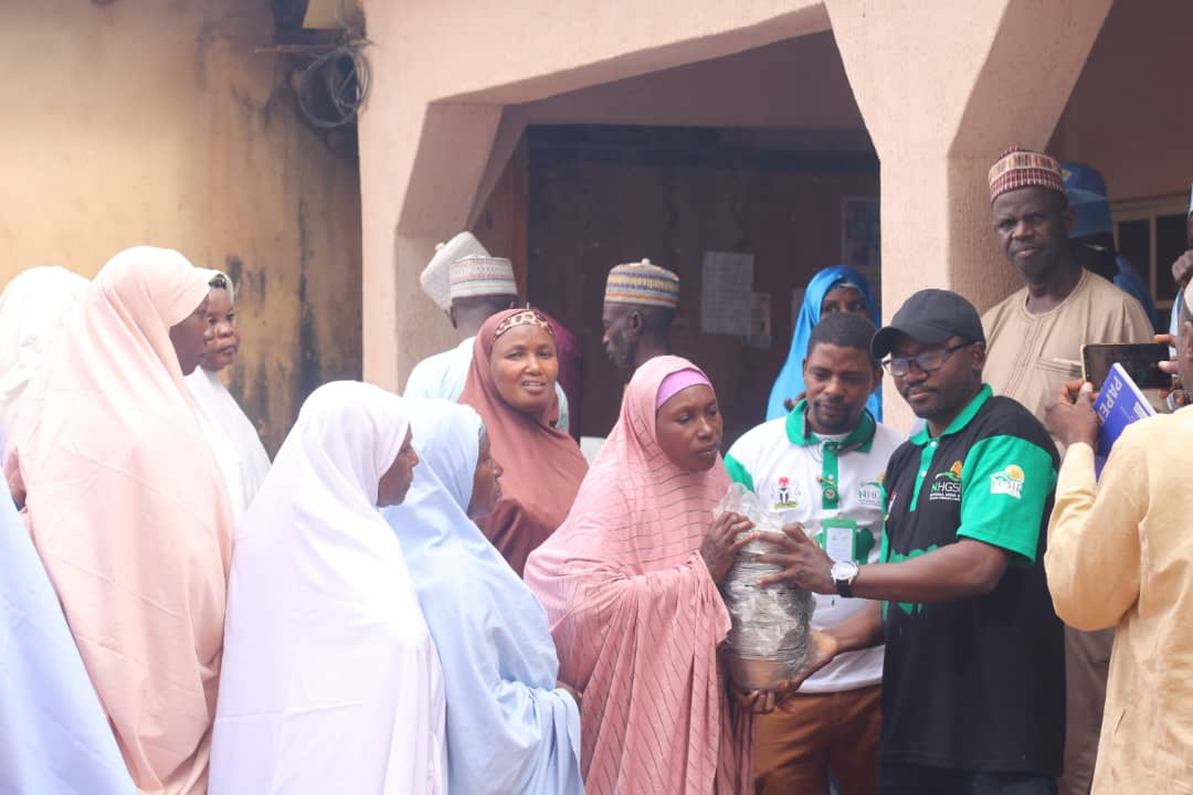 FG commences distribution of utensils to public primary school Pupils (pictures)4