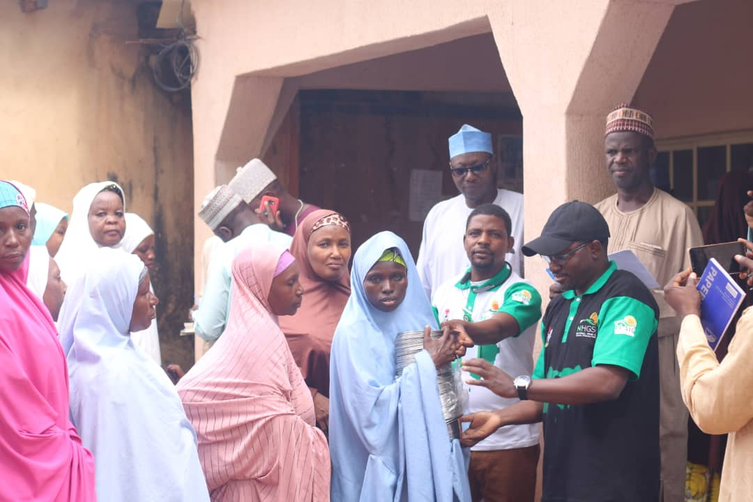 FG commences distribution of utensils to public primary school Pupils (pictures)7